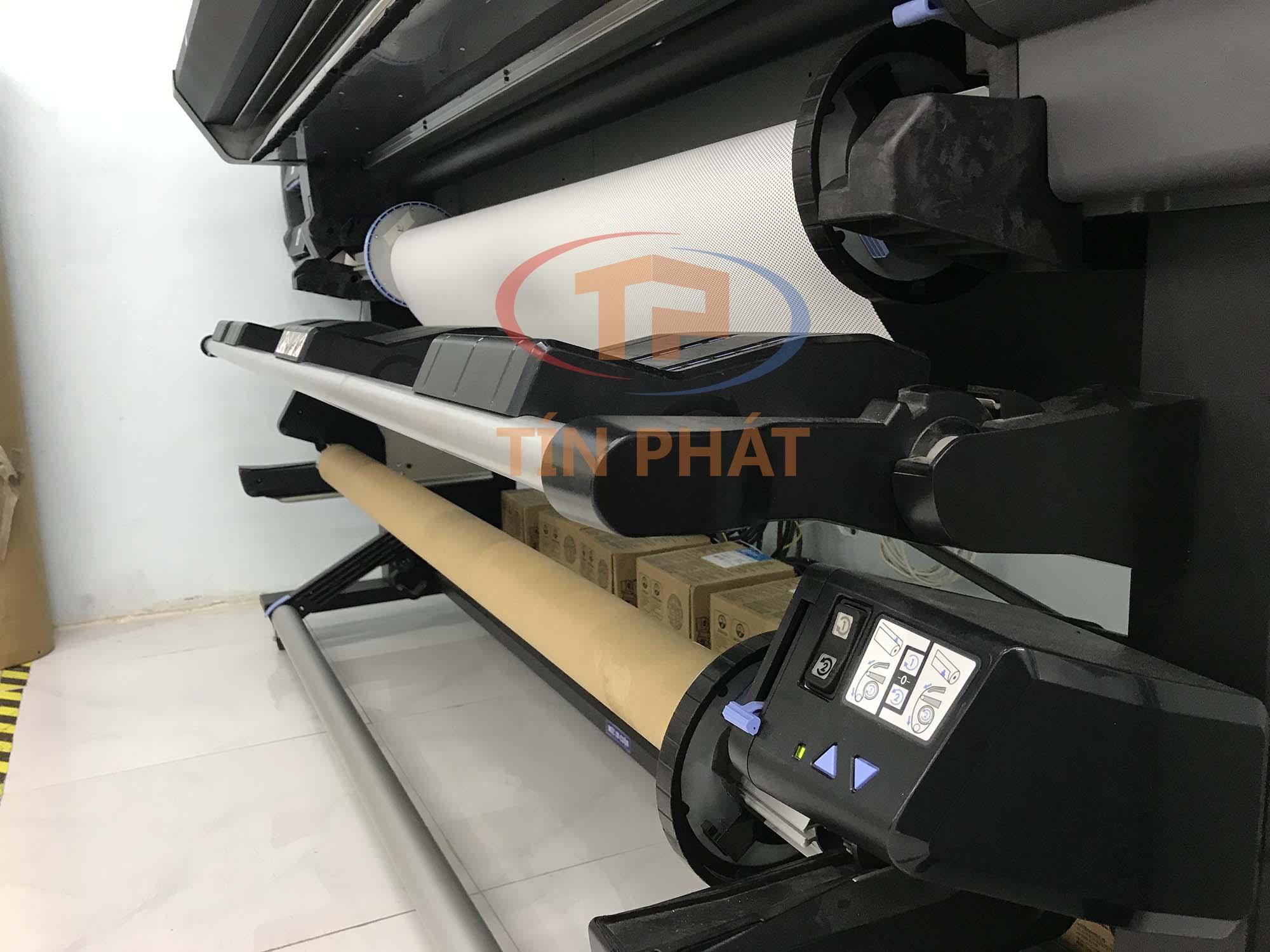 Máy in HP Latex đầu tiên tại Việt Nam sau 2 năm: bộ cuốn vật liệu trước