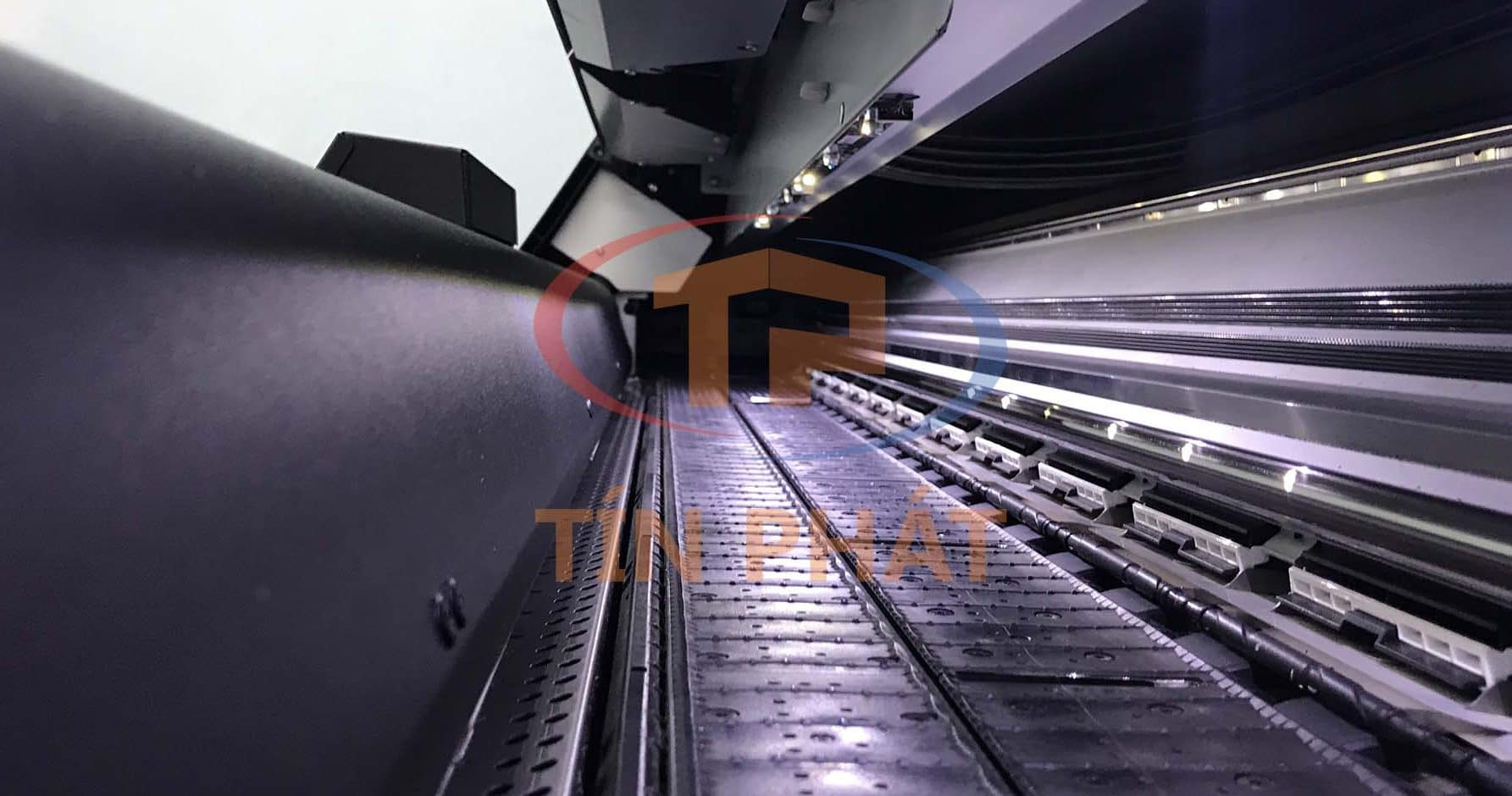 Máy in HP Latex đầu tiên tại Việt Nam sau 2 năm: bên trong máy.